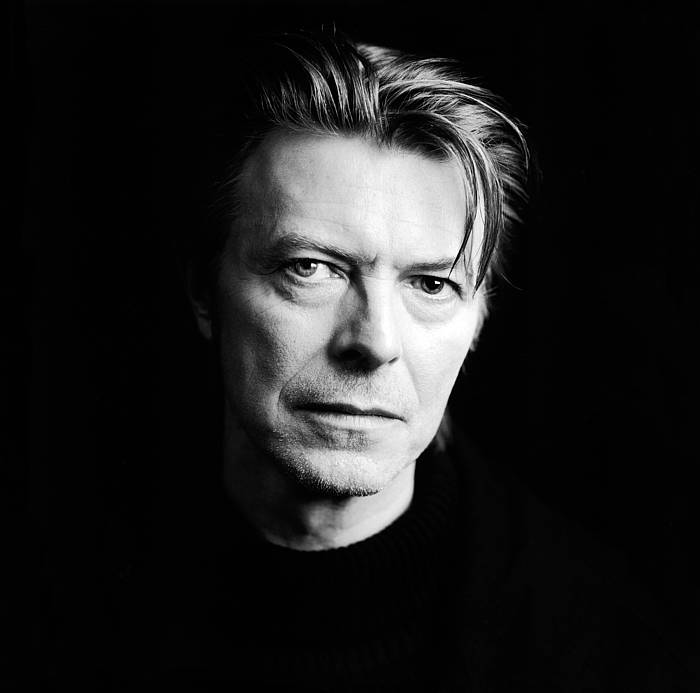 68 urterekin hil da David Bowie musikaria.