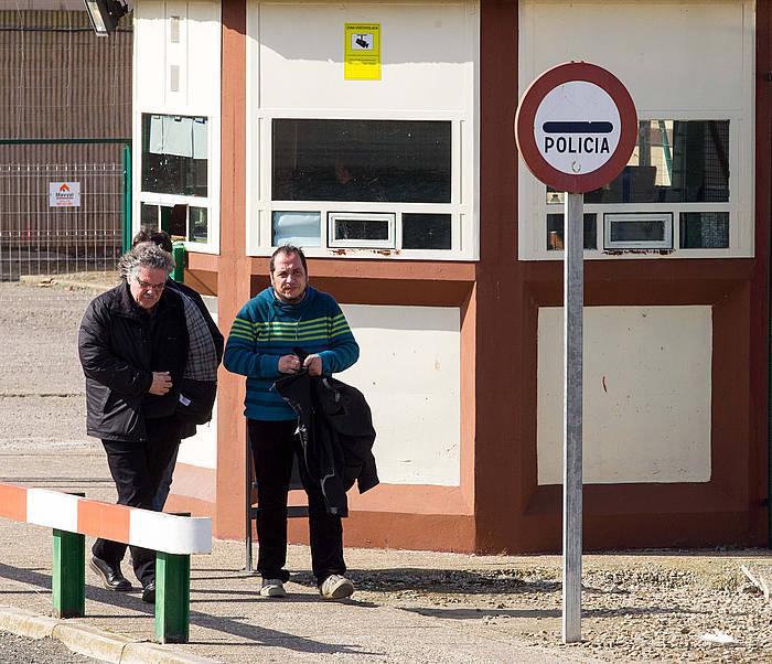 Tarda eta Fernandez, espetxetik irteten. ©Abel Alonso / EFE