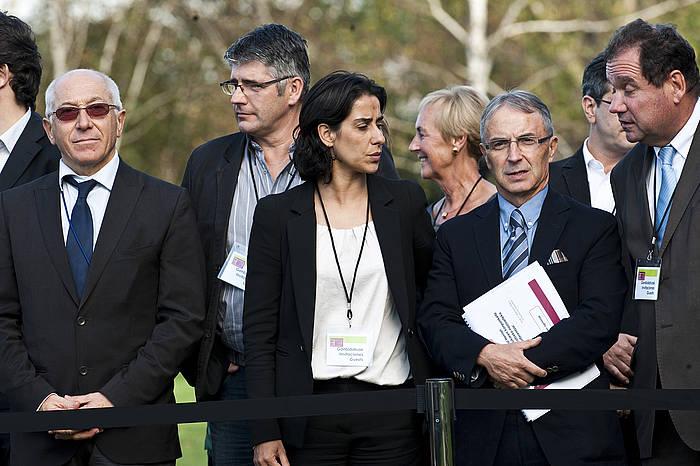 Frederique Espagnac PSko senataria –argazkian, erdian–, 2011ko urriaren 17an, Aieten, Ipar Euskal Herriko beste kide batzuekin. ©Luis Jauregialtzo / Argazki Press