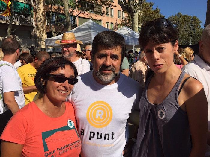 Zelai Nikolas Gure Esku Dago-ko kidea (ezkerrean), ANCko presidente Jordi Sanchezekin Bartzelonan, aurtengo Diadako mobilizazioan. ©