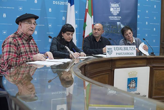 Loren Arkotxa, Naiara Sampedro, Luis Intxauspe eta Mertxe Aizpurua, Donostiako udaletxean eginiko agerraldian.