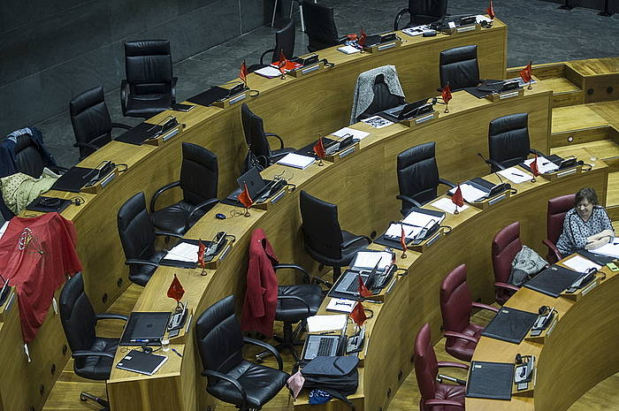 UPNko parlamentarien eserlekuak, hutsik.