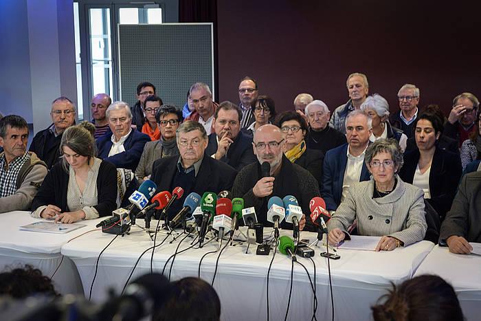 Ipar Euskal Herriko hainbat pertsona ezagunen prentsaurrekoa, joan den martxoaren 23an, Baionan. ©Isabelle Miquelestorena