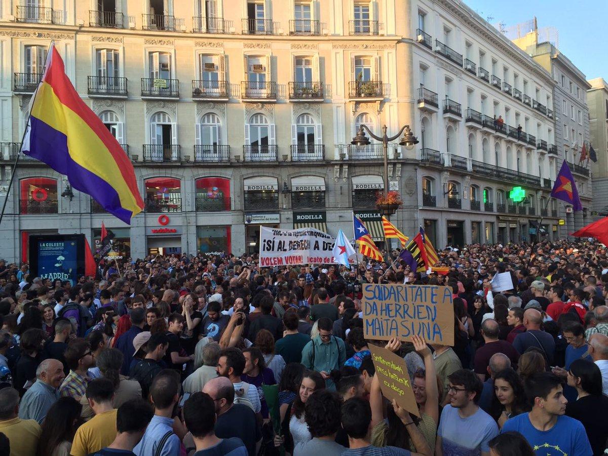 Erabakitzeko eskubidearen aldeko manifestazioa, Madrilgo Puerta del Solen, joan den asteazkenean. ©