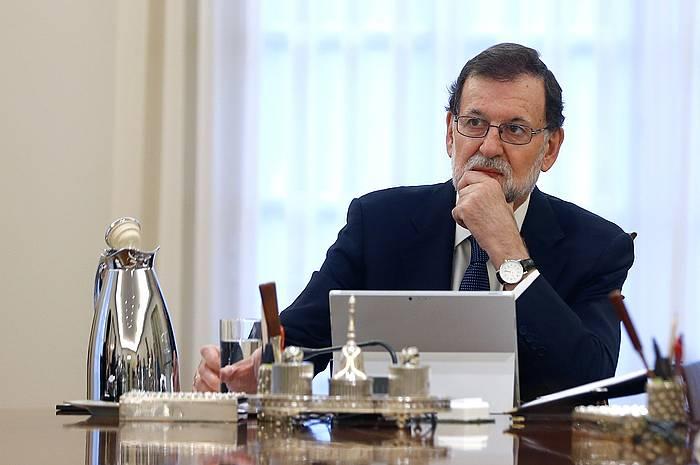 Jendea, atzo, Puigdemonten agerraldiaren zain. / ©Enric Fontcuberta, EFE