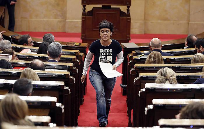 CUPeko eledun Anna Gabriel, Kataluniako Parlamentuan. / ©Alberto Estevez, EFE