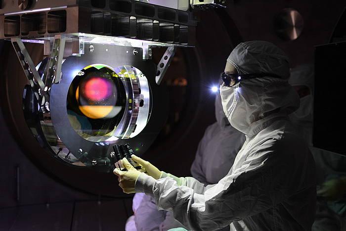 LIGO eta Virgo ikerketa taldeetan egin dute aurkikuntza.