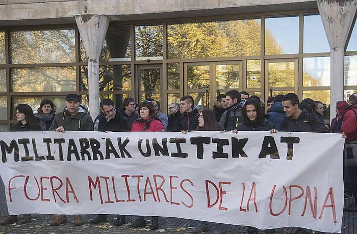 Militarrek datorren astean NUPen egingo dituzten jardunaldiengatik protesta egiteko elkarretaratzea. /
