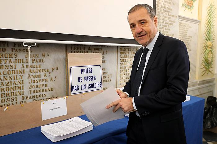 Jean Guy Talamoni hautagai nazionalista, bozkatzeko unean. / ©Olivier Sanchez, EFE