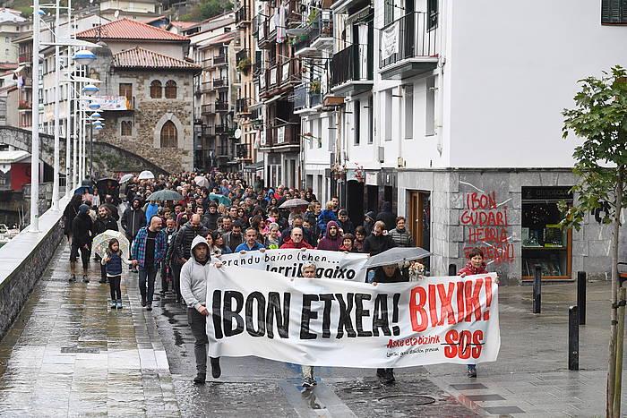 Ibon Iparragirre preso gaixoaren askatasuna aldarrikatzeko manifestazioa, joan den urriaren 22an, Ondarroan (Bizkaia). /