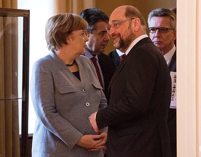 Merkel eta Schulz, artxiboko irudi batean. / ©OMER MESSINGER, Efe