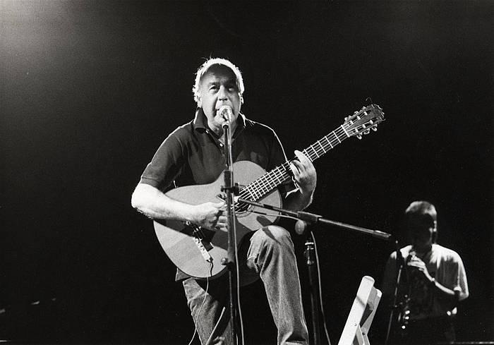 Mikel Laboak musikatu ditu Artzeren hainbat poema. /