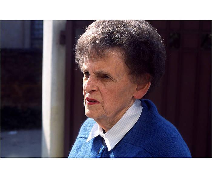 Elisabeth Hawley kazetari estatubatuarra, artxiboko irudi batean. /