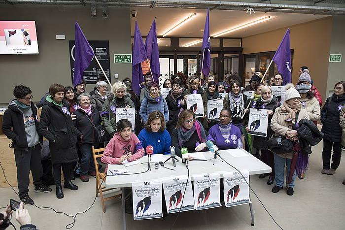 Euskal Herriko mugimendu feministako ordezkariak, gaur, graba aurkezpenaren agerraldian. / ©Juan Carlos Ruiz, Argazki Press