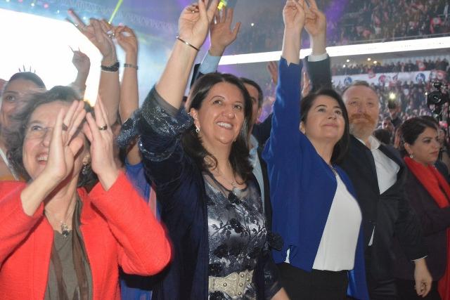 HDP alderdiko buruzagitza berria. /