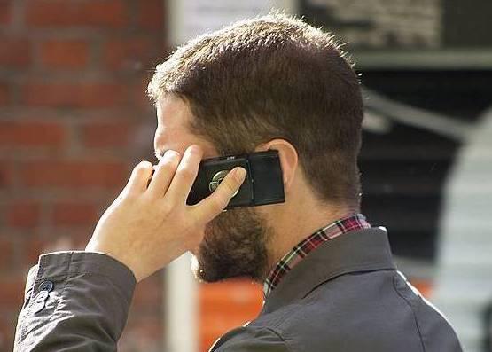 Guardiak egitean ezinbestekoa da telefonoa. / ©BERRIA