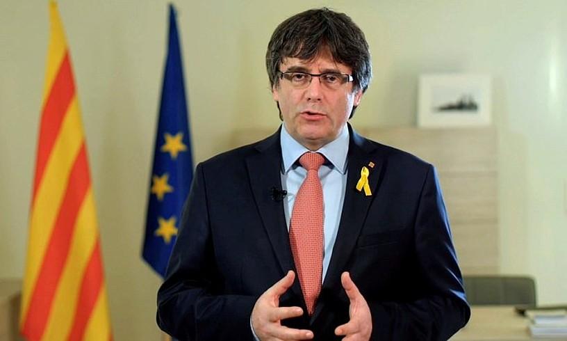 Carles Puigdemontek atzo eman zuen bere erabakiaren berri, sare sozialetara igotako bideo baten bidez. /