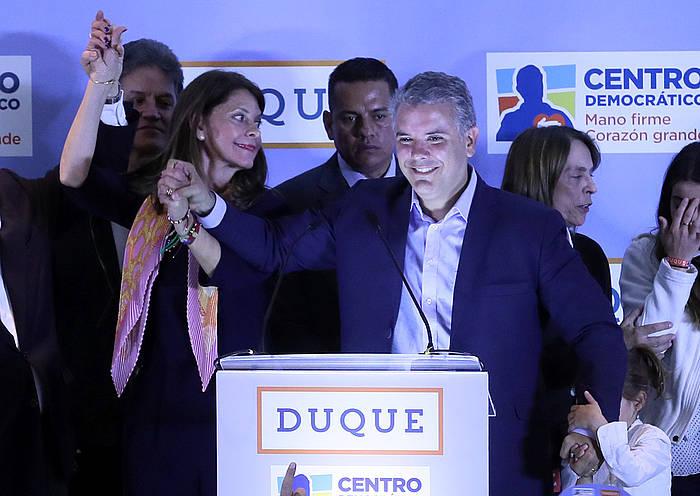 Ivan Duque Zentro Demokratiko alderdiko ordezkaria eta eskuineko koalizioaren presidentegaia, atzo, garaipena ospatzen. /