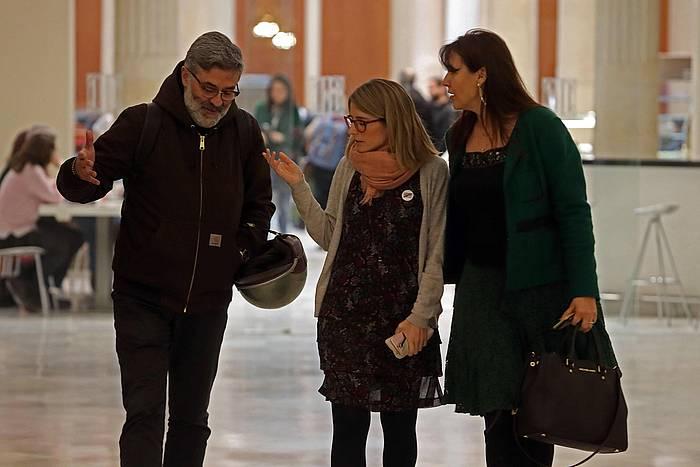 CUPeko diputatu Carles Riera eta Elsa Artadi eta Laura Borras JxCko diputatuak, artxibokoirudi batean. / ©Toni Albir, EFE