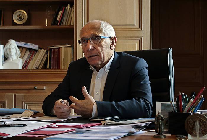 Jean Rene Etxegarai Euskal Elkargoko lehendakaria eta Baionako auzapeza, iazko abenduan, herriko etxean.