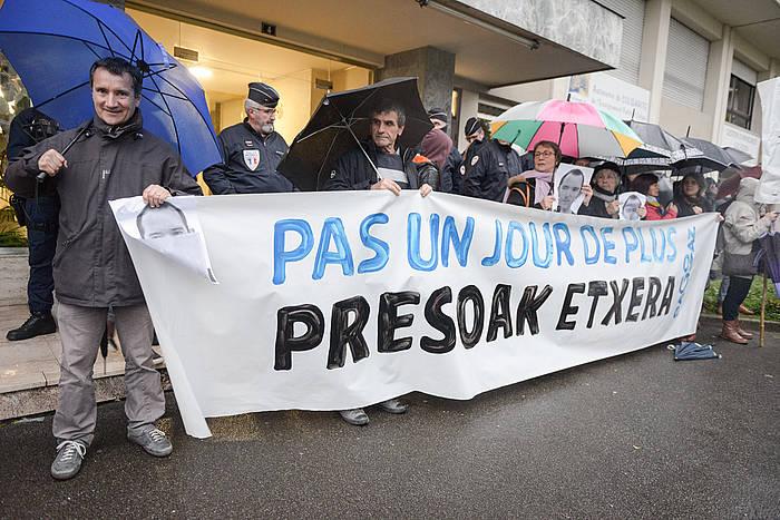 Euskal presoen aldeko protesta bat Baionan. / ©Isabelle Miquelestorena