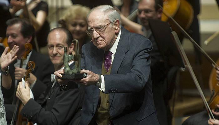 Euskadiko Orkestra Sinfonikoak omenaldia egin zion Imanol Olaizola sortzaile eta lehen presidenteari, 2012ko urte haieran.