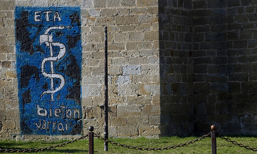 ETAren ikurra, Arbizun —Nafarroa—, 2011ko irudi batean. ©JAGOBA MANTEROLA / FOKU