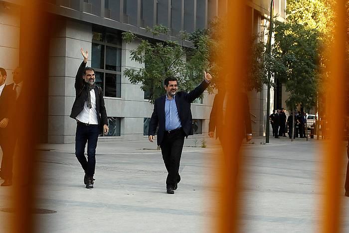 Jordi Cuixart eta Jordi Sanchez, Auzitegi Nazionalerako bidean, urriaren 16an, espetxeratuak izan ziren egunean. / ©Juan Carlos Hidalgo, EFE