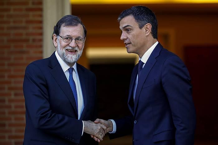 Rajoy eta Sanchez, Moncloan. / ©Emilio Naranjo, EFE