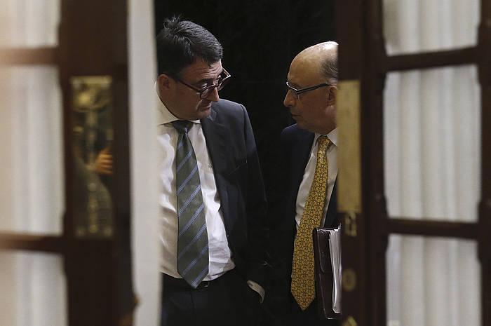 Aitor Esteban EAJko diputatua eta Cristobal Montoro Ogasuneko ministroa, Espainiako Kongresuan