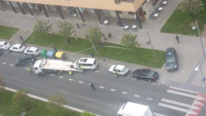 Salburuan Guardia Zibila furgoneta bat eramaten.