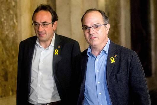 Josep Rull eta Jordi Turull Kataluniako kontseilari ohi espetxeratuak, joan den martxoan, Kataluniako Parlamentuan. / ©Quique Garcia, EFE