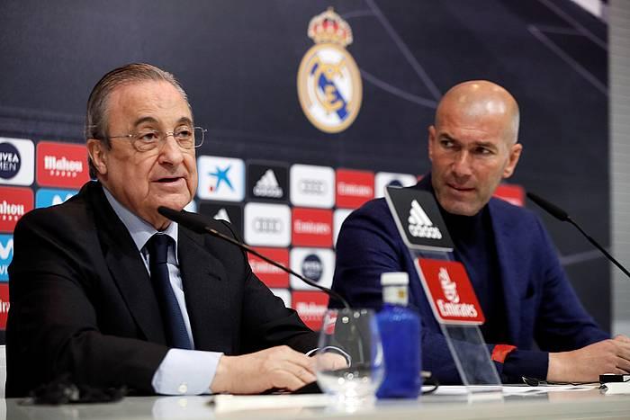 Florentino Perez eta Zinedine Zidane, gaur, entrenatzailearen agurra iragartzeko prentsaurrekoan.