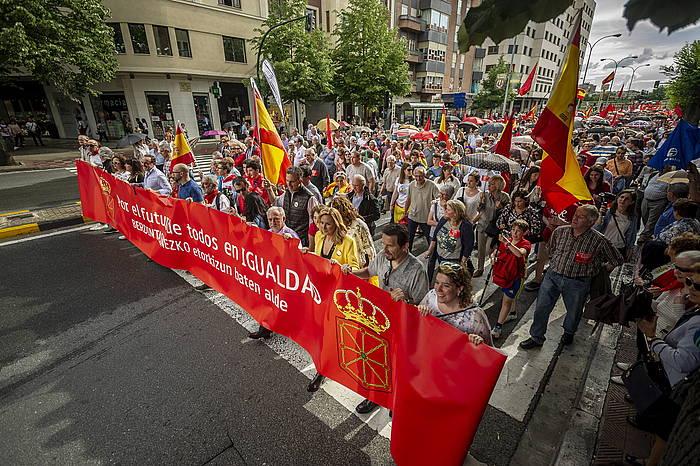 UPN, PP, Ciudadanos eta Vox alderdietako ordezkariak, manifestazioaren pankartari eusten. ©JAIZKI FONTANEDA / FOKU