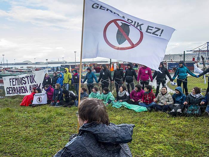 Mugimndu feministak iazko abenduaren 16an Bilboko Portura egin zuen martxa, arma trafikoren kontra. / ©Marisol Ramirez, FOKU