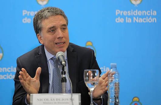 Nicolas Dujovne Argentinako Ogasun ministroa, NDFrekin eta beste erakunde batzuekin hitzartutako erreskate programa iragartzeko egindako agerraldian.