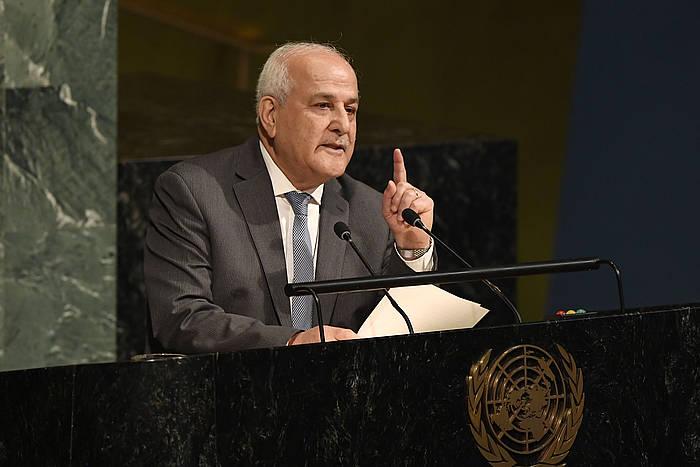 Riyad Mansur Palestinako enbaxadorea NBEren batzarrean hitz egiten. /