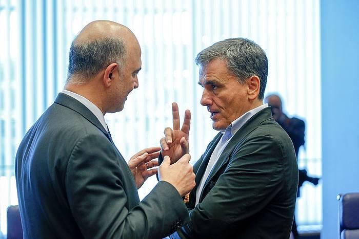 Pierre Moscovici Europako Ekonomia gaietarako komisarioa eta Euklides Tsakalotos Greziako Finantza ministroa, atzoko Eurotaldearen bileraren aurretik.