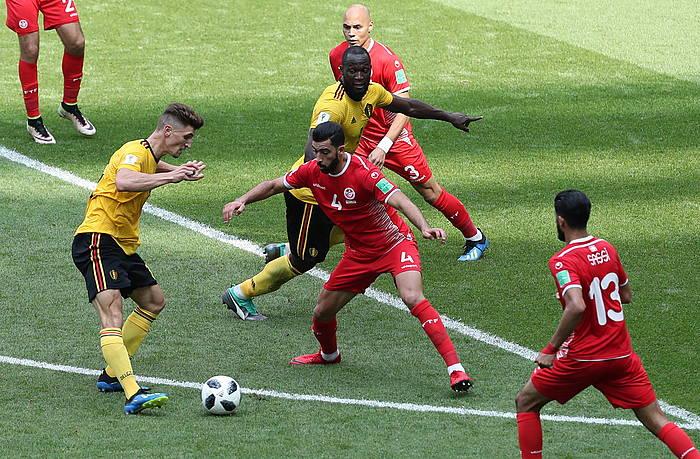 Meunier Belgikako erdilaria, Lukakuri 31eko gola egiteko pasea ematen, Tunezen kontrako partidan. / ©Abedin Taherkenareh, EFE