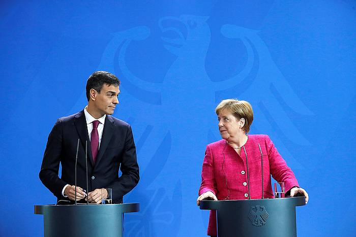 Sanchez eta Merkel, Berlinen eginiko agerraldian.