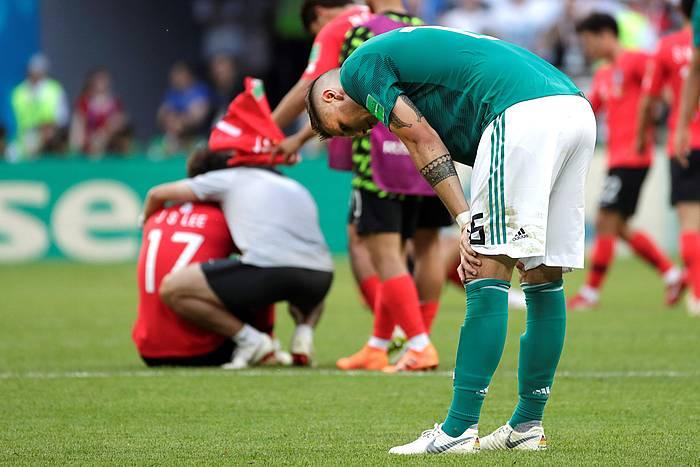 Niklas Sule atzelari alemaniarra, lur jota, Hego Korearen kontra 2-0 galdu eta Munduko Kopatik kanporatuta gelditu ostean. / ©Julio Muñoz, EFE