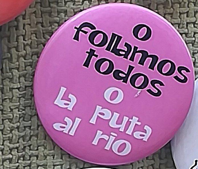 Irudi edo lelo sexistak dituen oro debekatu du Iruñeko Udalak