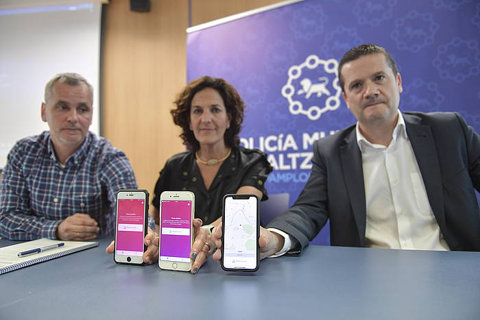 Itziar Gomez, Xabier Ibañez eta Mikel Goñi, aplikazioaren aurkezpenean. ©IDOIA ZABALETA / FOKU
