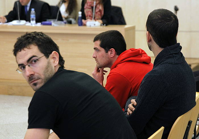 Jurdan Martitegi, ezkerrean, 2014an Auzitegi Nazionalean epaitu zutenean. / ©J.J. Guillen, EFE