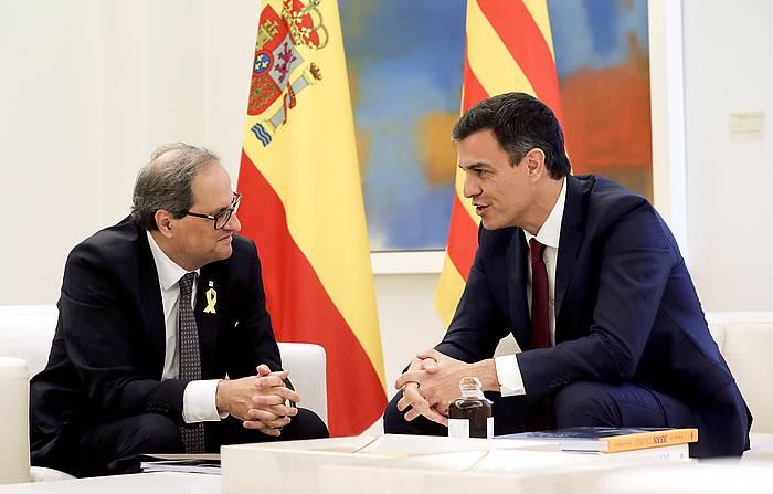 Quim Torra Kataluniako presidentea eta Pedro Sanchez Espainiakoa, gaur, Madrilgo Moncloa jauregian egin duten bileran. /