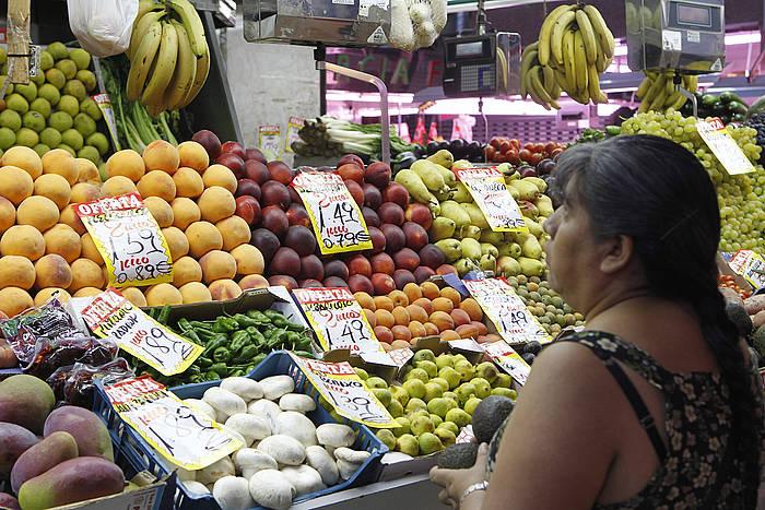 Fruitu freskoak iazko ekainean baino %17 garestiagoak dira.