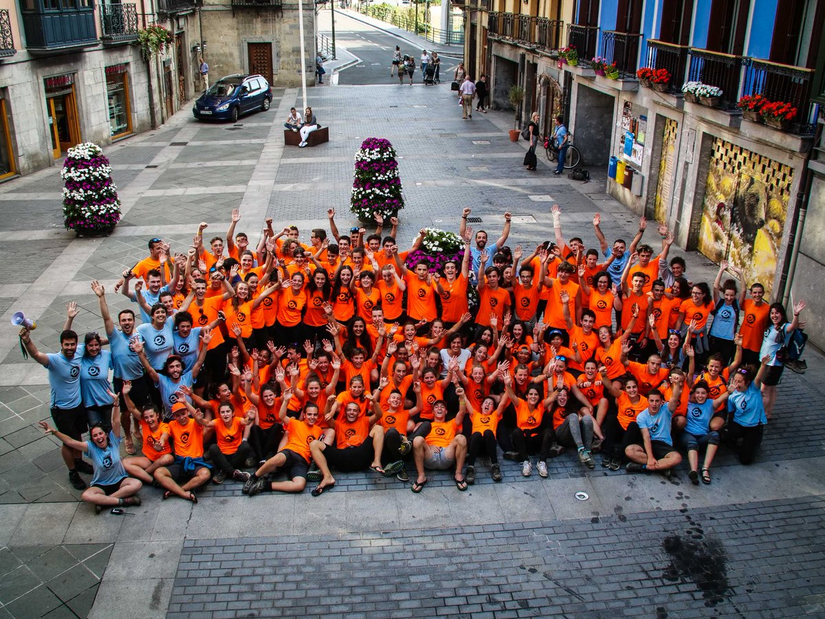 Esuakrabentura espedizioko kideak Tolosan./