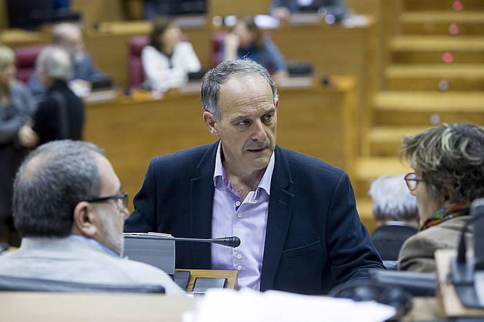 EH Bilduko diputatu Adolfo Araiz, artxiboko argazki batean. / ©Iñigo Uriz, Foku