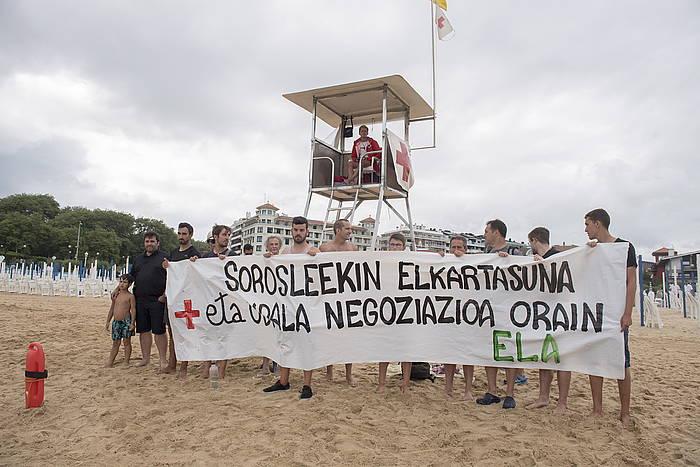 Hondartzetako sorosleek Donostian egindako protesta./