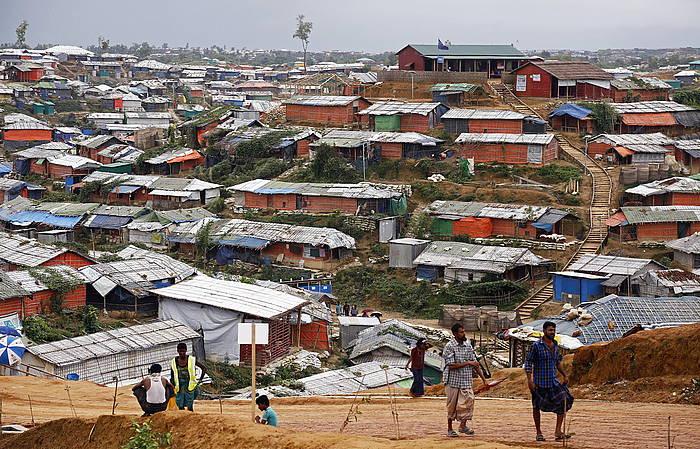 Rohingyen etnia bizi den errefuxiatu kanpalekuetako bat./
